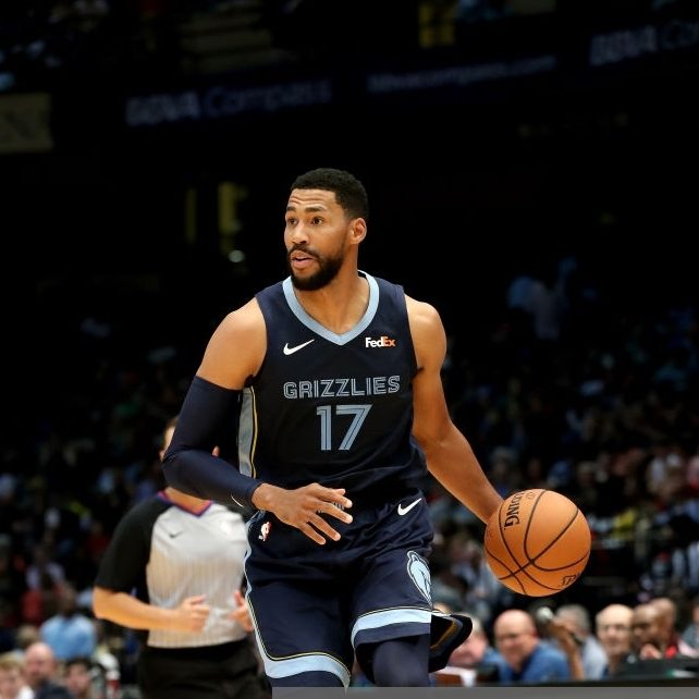 BIRMINGHAM, AL - OCTOBER 2: Garrett Temple #17 of the Memphis Grizzlies handles the ball against the Houston Rockets during a pre-season game on October 2, 2018 at Legacy Arena at The BJCC in Birmingham, Alabama. NOTE TO USER: User expressly acknowledges and agrees that, by downloading and or using this photograph, User is consenting to the terms and conditions of the Getty Images License Agreement. Mandatory Copyright Notice: Copyright 2018 NBAE (Photo by Joe Murphy/NBAE via Getty Images)